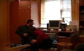 Giovane zoccolona seduce il padre per fare sesso