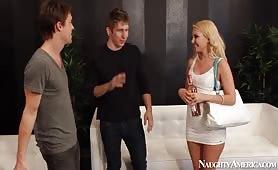 Bionda sexy trombata intensamente dal patrigno perverso