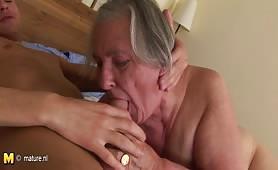 La nonna grassa si fa sfondare hard la figa matura
