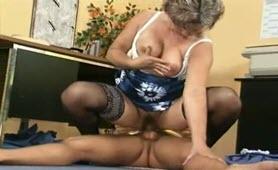 Nonna ninfomane fotte col nipote