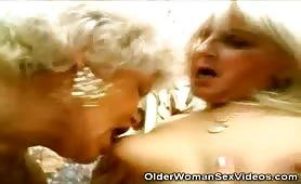 Sesso lesbo con due cugine mature