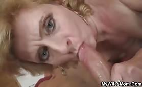 Donna matura molto porca si fa scopare dal figlio cazzuto